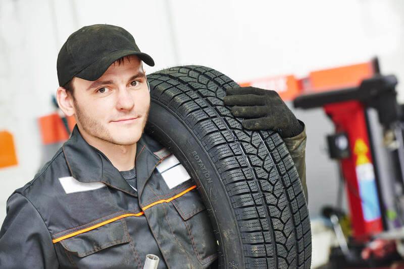 Los neumáticos los grandes olvidados y más importantes. Con un seguro de coche estarás seguro.