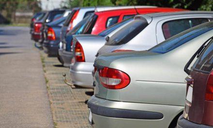 La tarjeta de residencia para aparcar el coche y el ahorro diario que supone