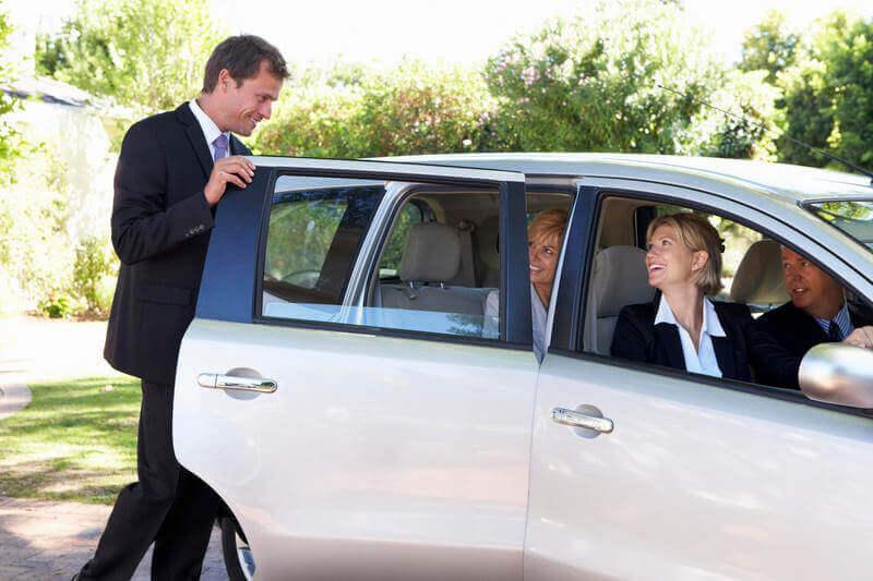 Aprende contratar seguros de coche baratos cuando compartes coche en viajes largos