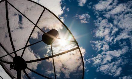Como funciona Internet via satélite